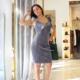 vestido corto en gris con volante ene le escote
