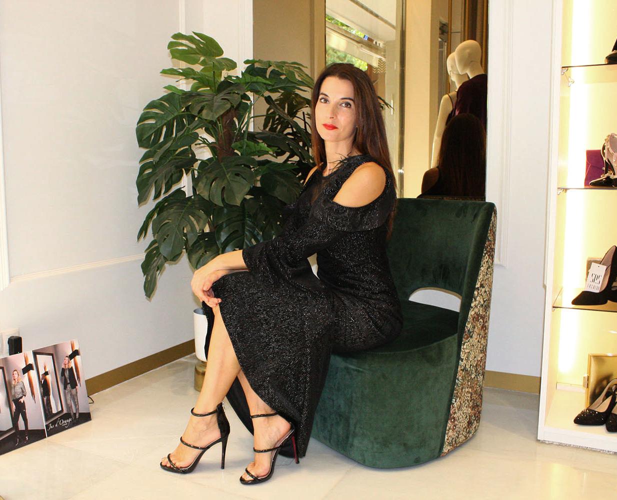 vestido negro largo brillante apertura en los hombros