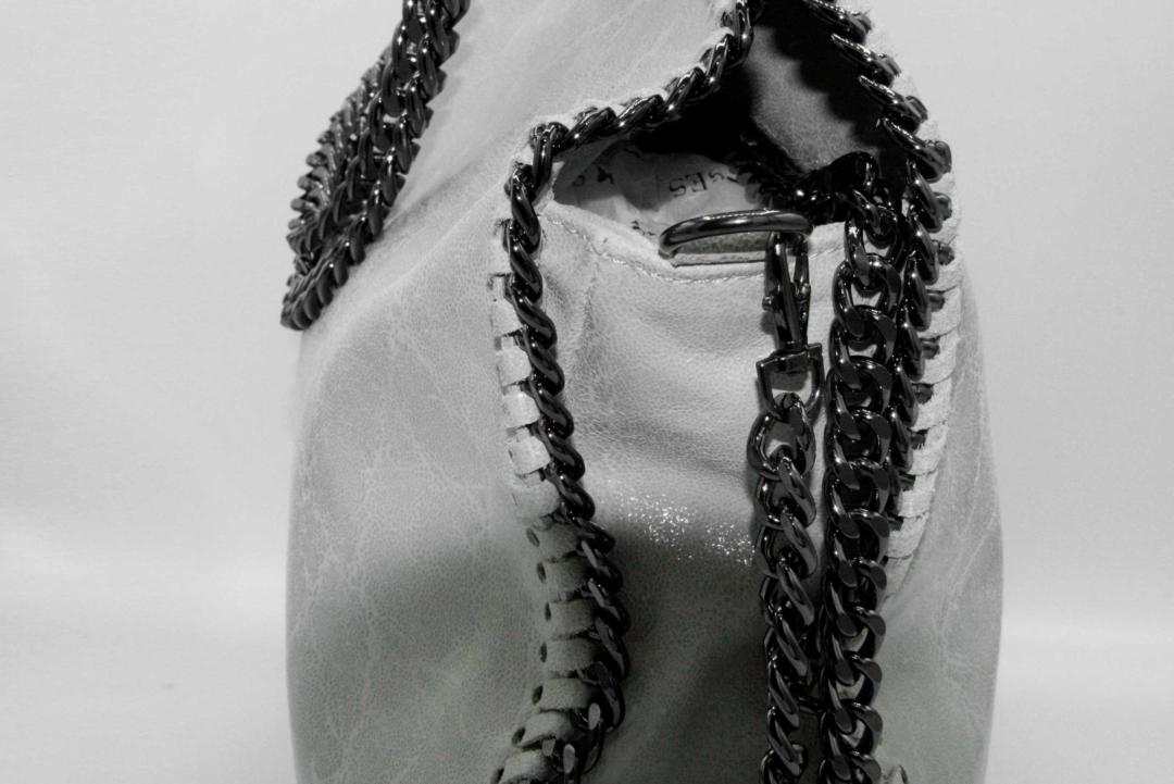 bolso beige cadenas
