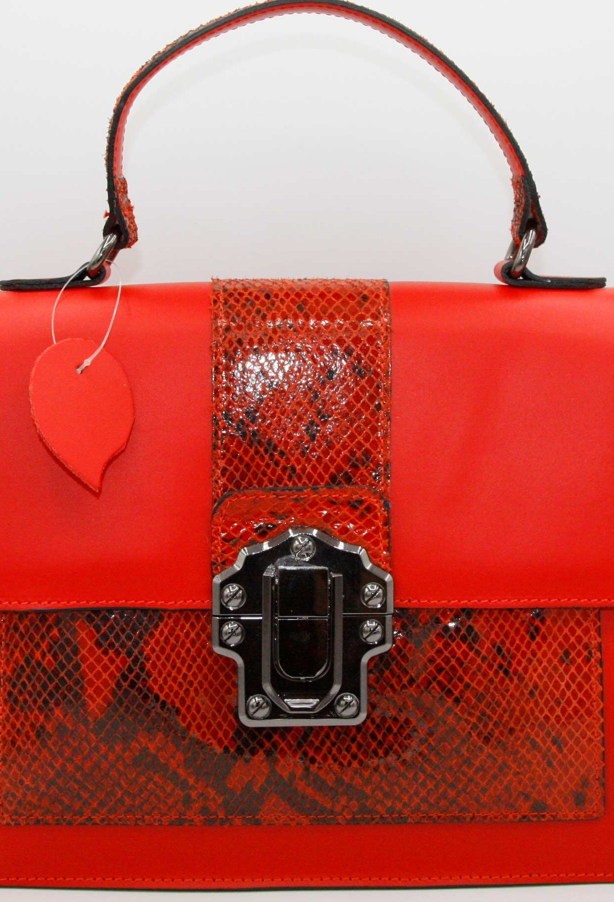 bolso rojo animal print